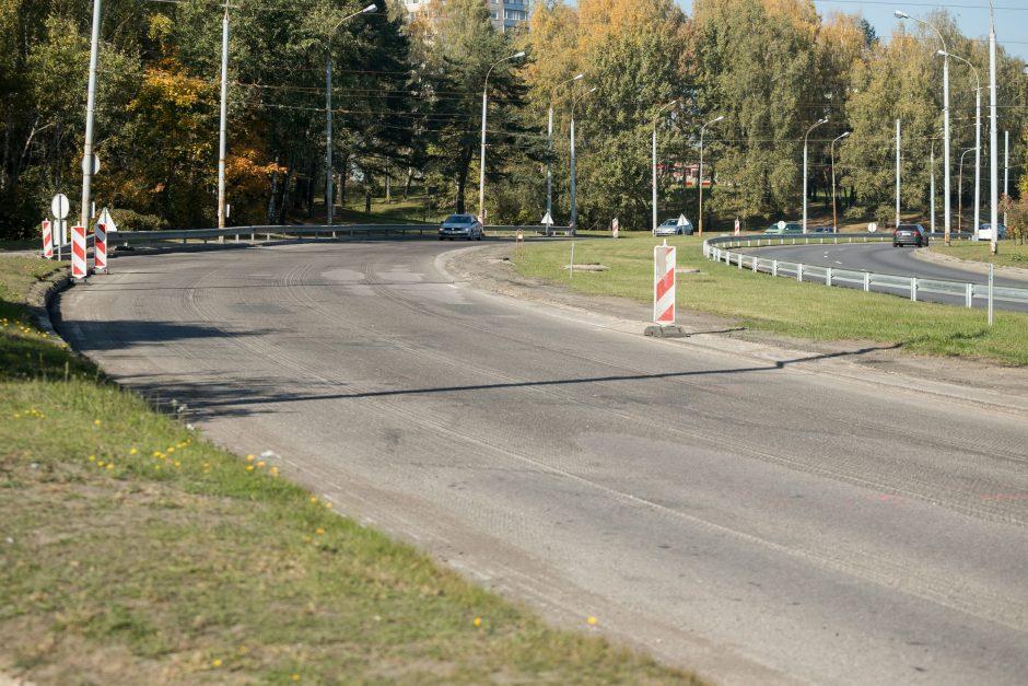 Laisvės prospekte pluša kelininkai: tiesiamas naujas asfaltas