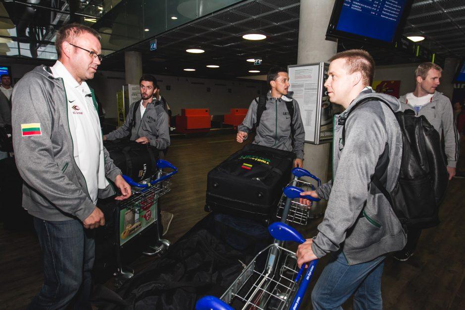 Akibrokštas: Lietuvos vyrų krepšinio rinktinė dėl sugedusio lėktuvo į Europos čempionatą neišskrido