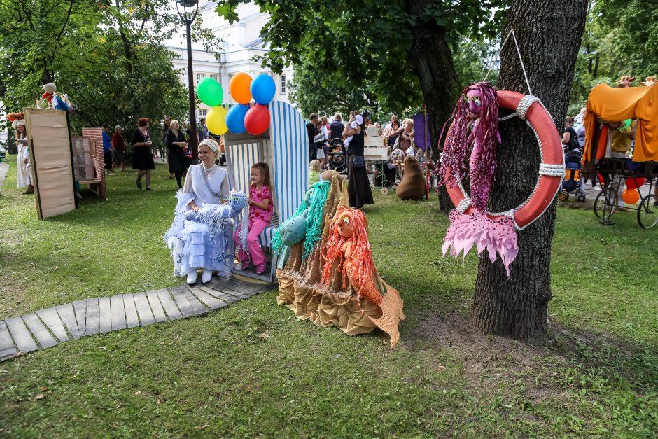 Kauno lėlių teatro prieigos virto Pasakų šalimi