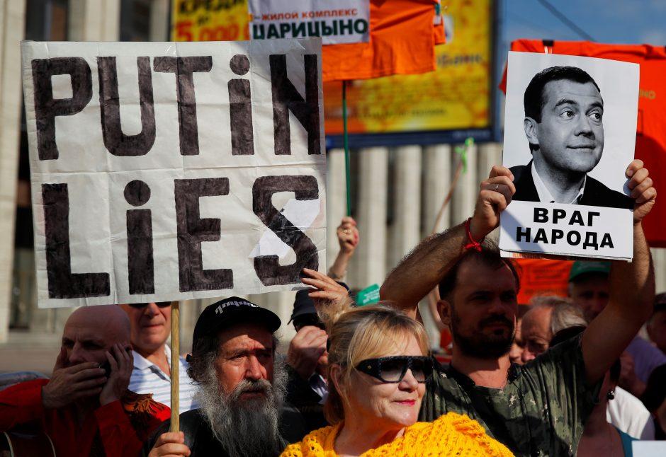 Tvyrant pykčiui dėl pensijų reformos, Kremliaus partija pralaimėjo rinkimus