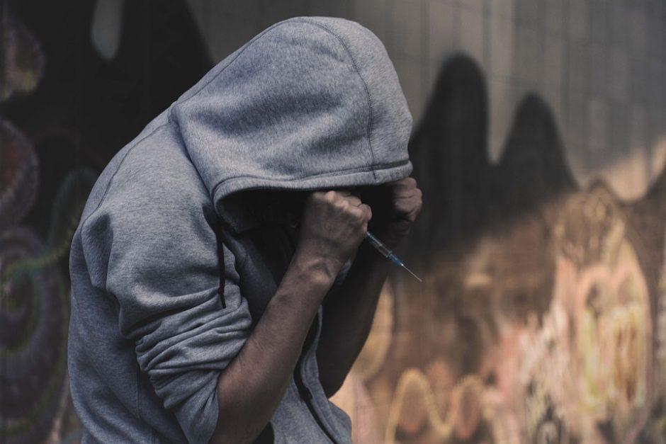 Skambina pavojaus varpais: vis daugiau žmonių vartoja švirkščiamus narkotikus