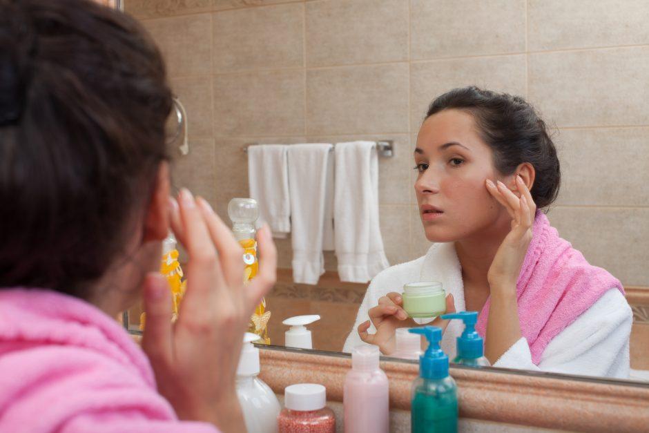 Kaip taisyklingai tepti veido kremą?