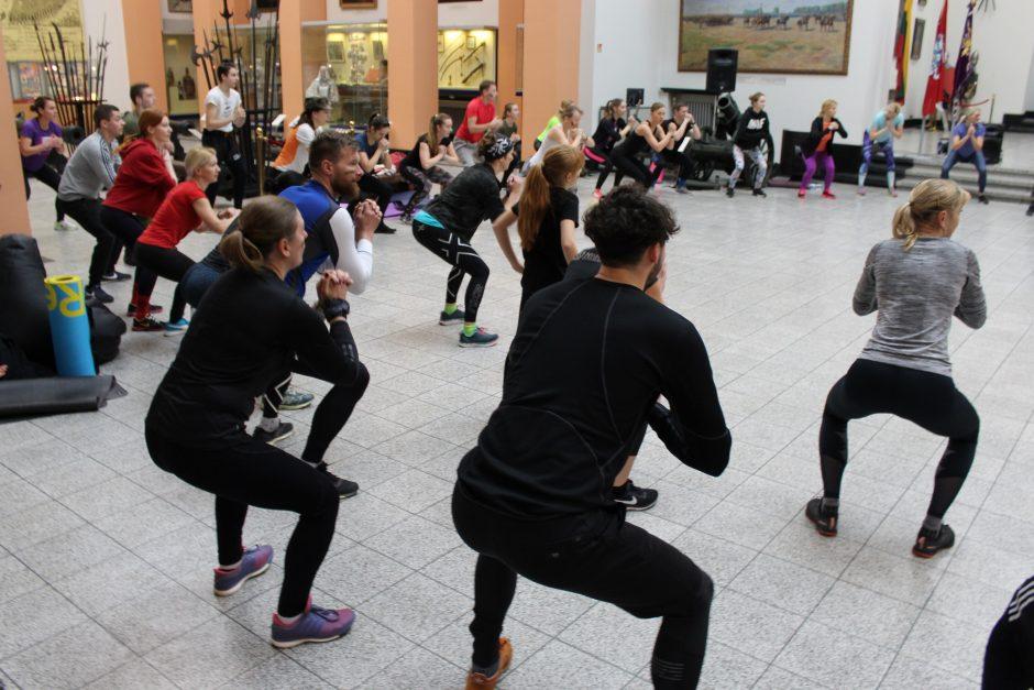 Karo muziejus kvietė sportuoti: stipri visuomenė – stipri kariuomenė