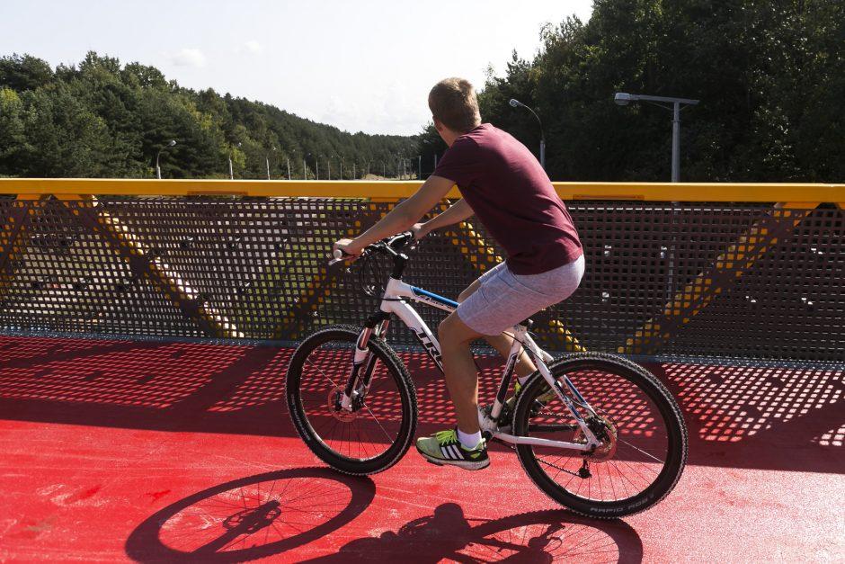 Sostinėje atidarytas naujas pėsčiųjų ir dviračių viadukas