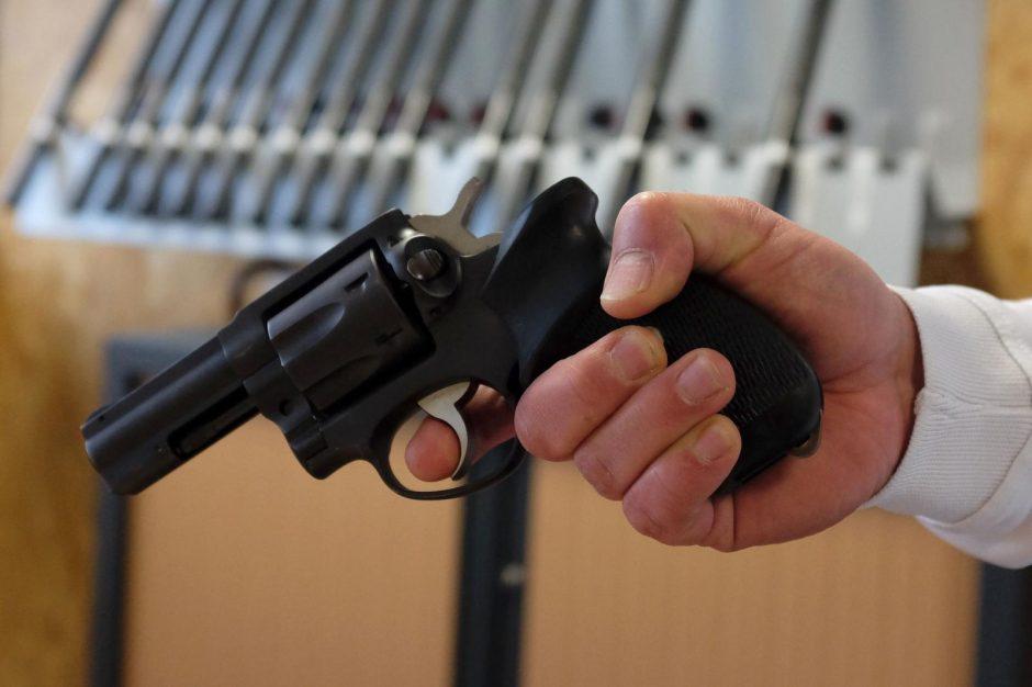 Protu nesuvokiama: katalikų bažnyčioje prie altoriaus nušautas kunigas