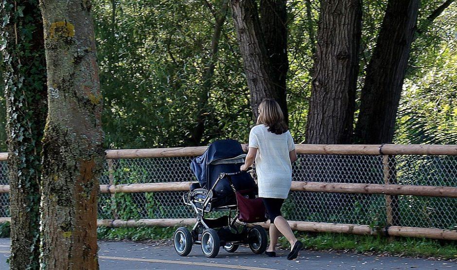 Klaipėdoje ginkluotas vyras gatvėje užpuolė moterį su kūdikiu