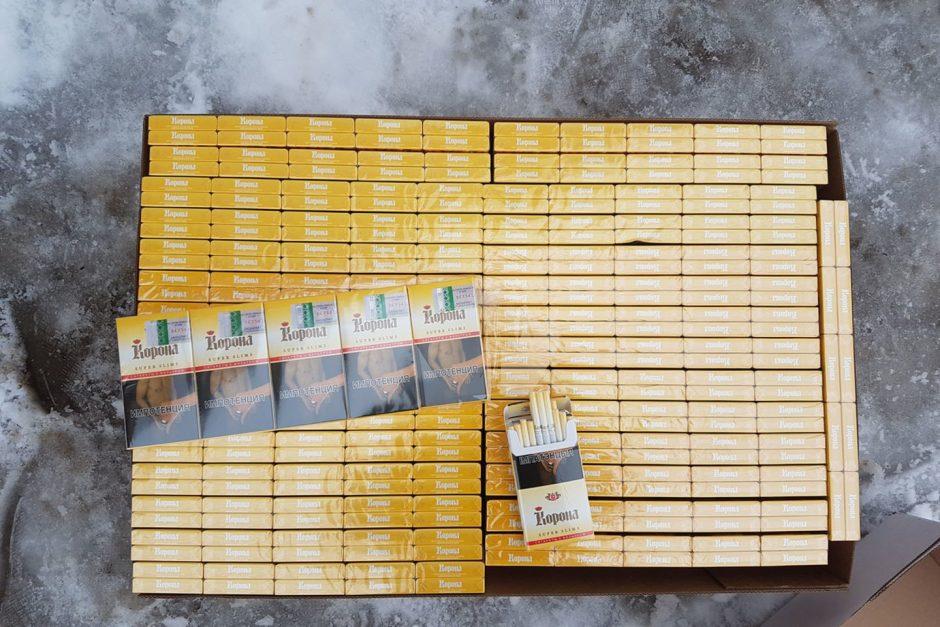 Kontrabandinių cigarečių slėptuve tapo minkšti baldai
