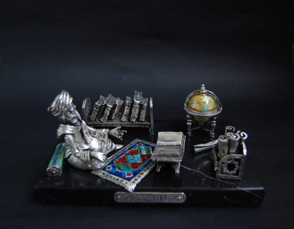 Unikalias skulptūrėles kuriantis E. Busarovas: iš rūsio – į tarptautinį pripažinimą
