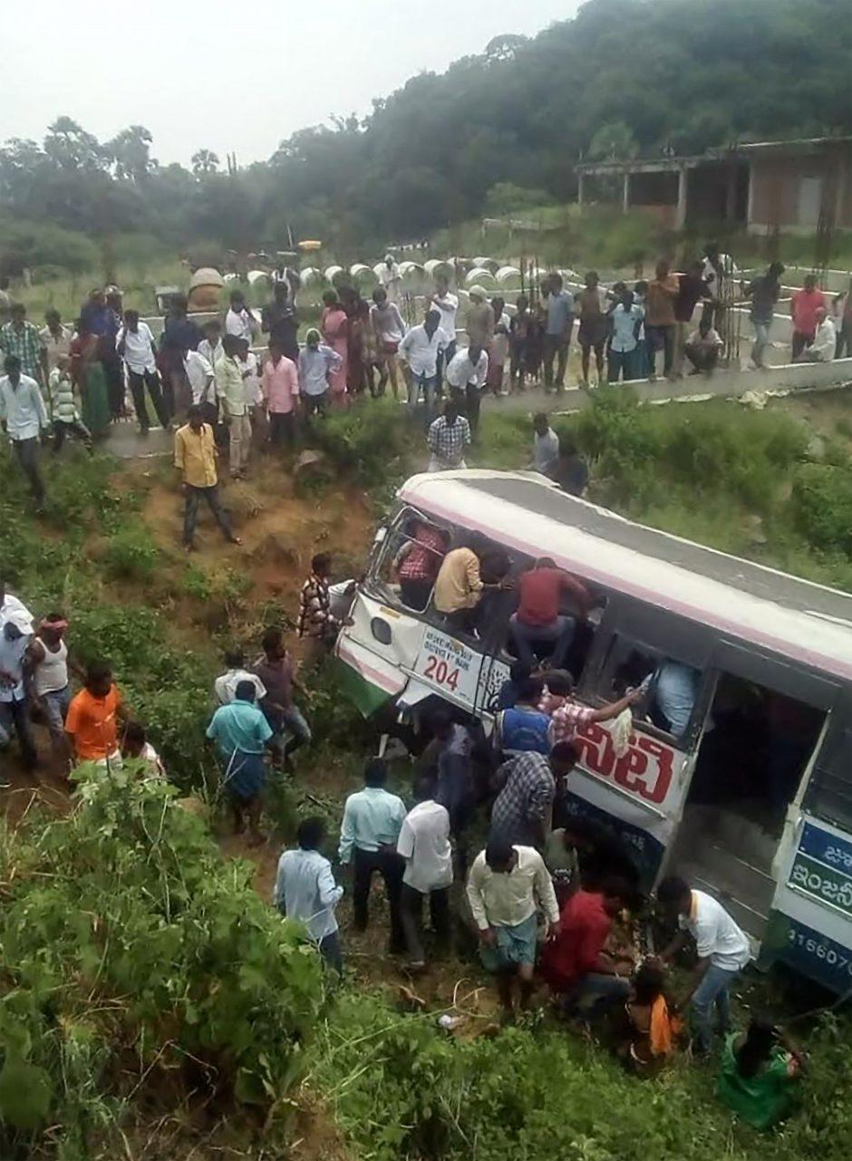 Indijoje per autobuso avariją žuvo 43 žmonės