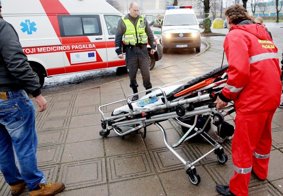 Avarijos: susidūrė vilkikai, lengvieji automobiliai, sužeisti mažiausiai 8 žmonės