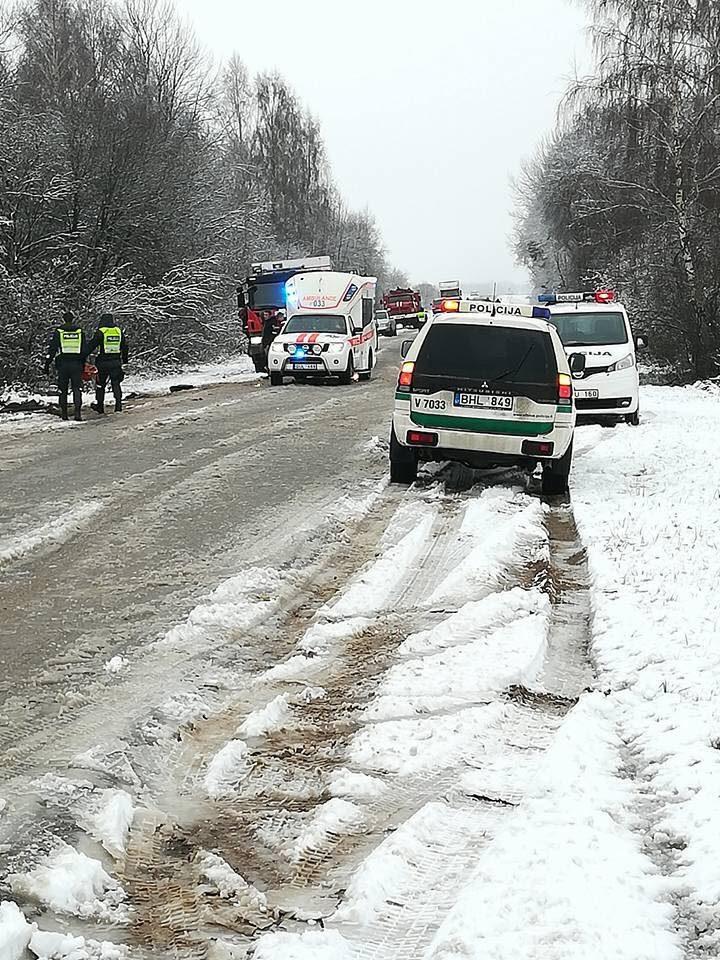 Avarija Ukmergės rajone: sužaloti vaikai pervežti į Vilniaus ir Kauno ligonines