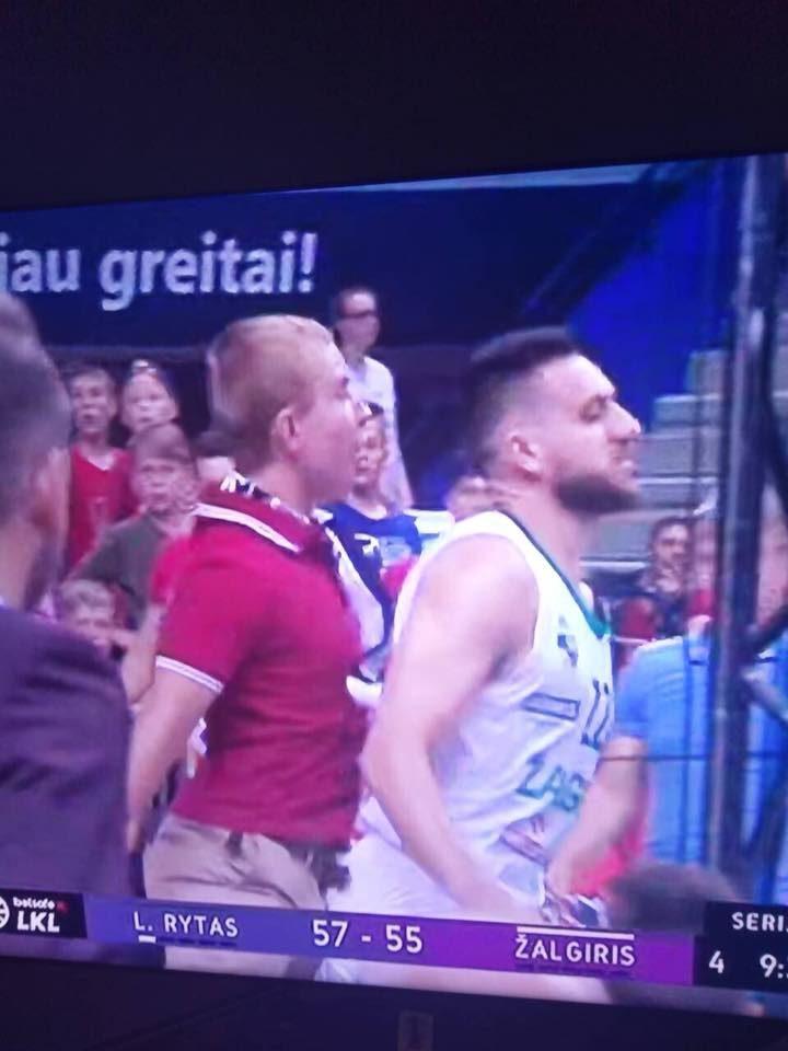 """Apkartusi """"Lietuvos ryto"""" pergalė:  V. Micičių stūmęs vyras pats atvyko į policiją"""