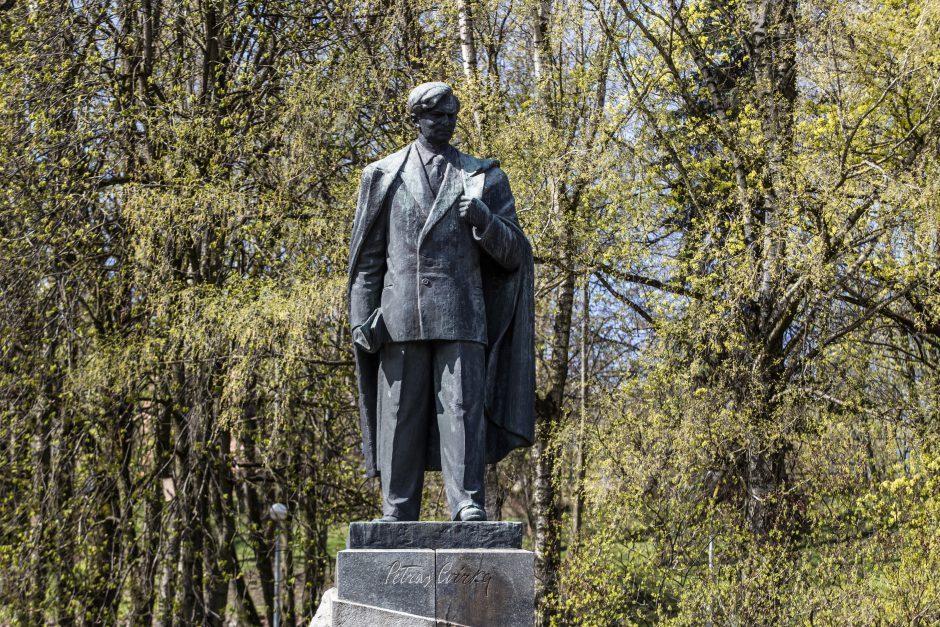 N. Putinaitė: nereikia nuimti sovietinių paminklų
