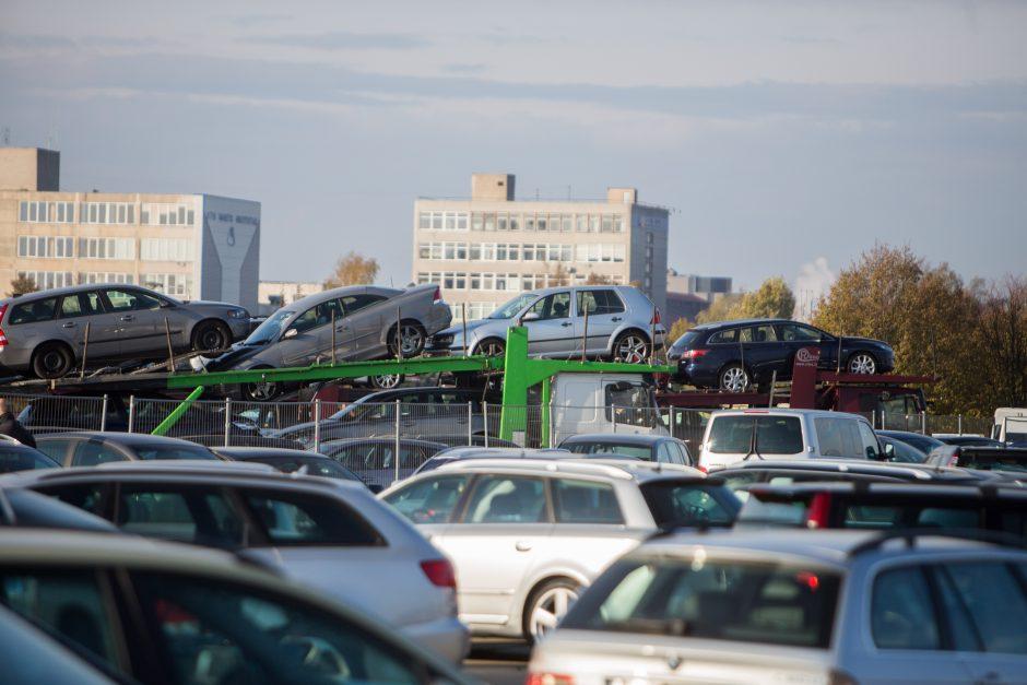 Pareigūnė: nepakliūkite į automobilių pardavėjų pinkles