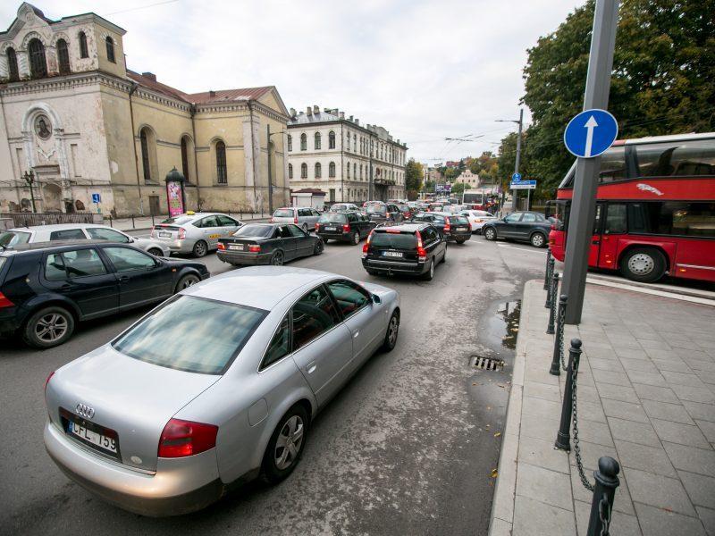 Kaip išvengti eismo įvykių sankryžose?