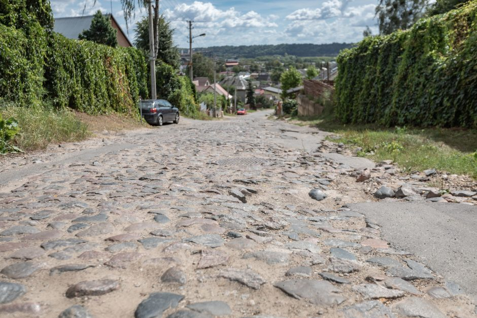 """Po """"Kauno dienos"""" publikacijos išliejo apmaudą: istorinį grindinį naikina asfaltu"""