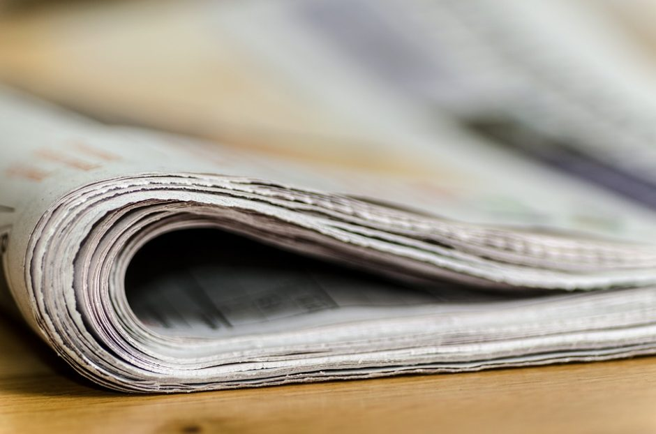 Dėl lažybų Baltarusijos žurnalistas suvalgė savo laikraštį