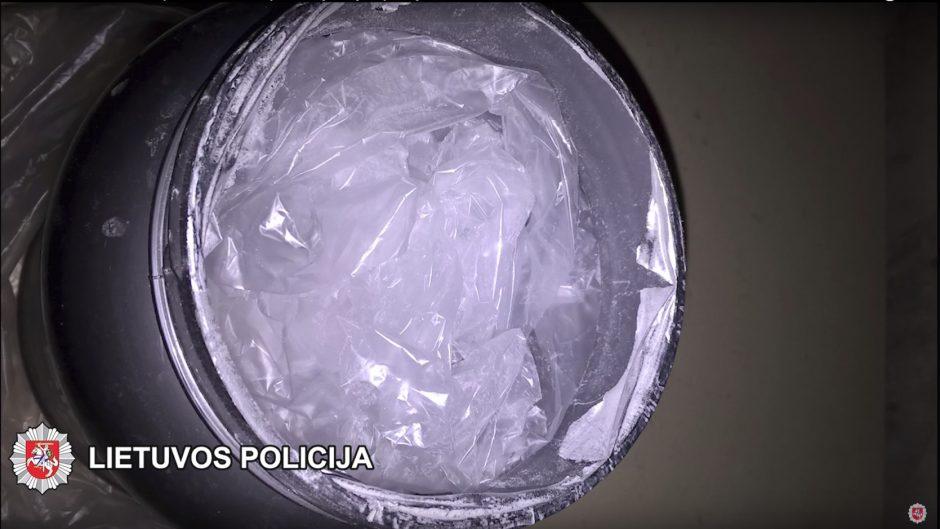 150 tūkst. eurų vertės kokainą laikė daugiabučio rusyje