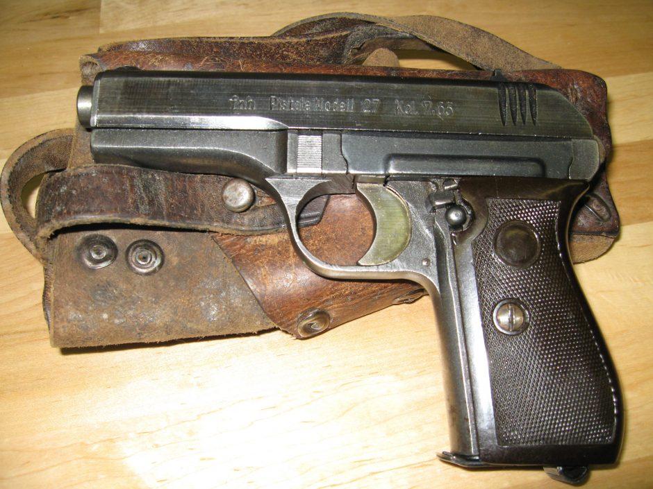 Po pranešimo apie smurtą, 85-erių vyro namuose rasta nelegalių ginklų