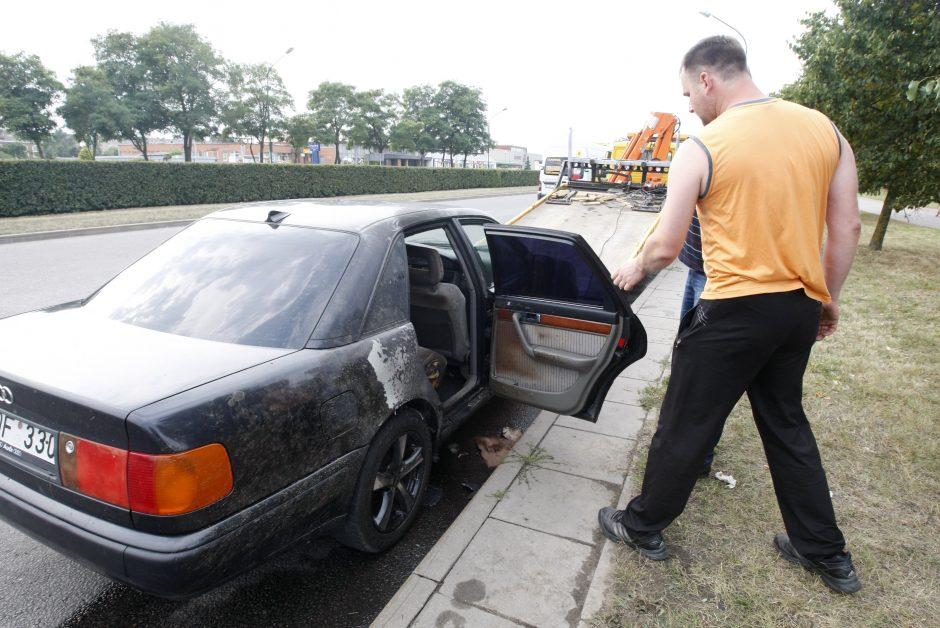 Klaipėdoje važiuodama užsidegė mašina