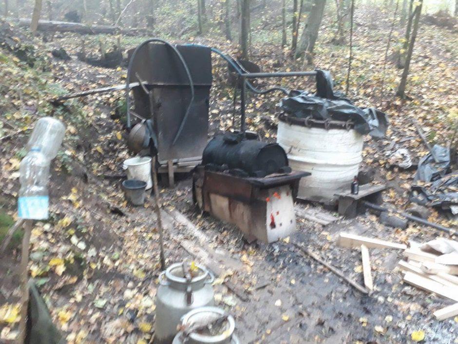 Nepritaria politikų iniciatyvai legalizuoti naminės degtinės gamybą