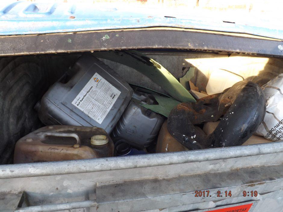 Garažų bendrijose – krūvos padangų