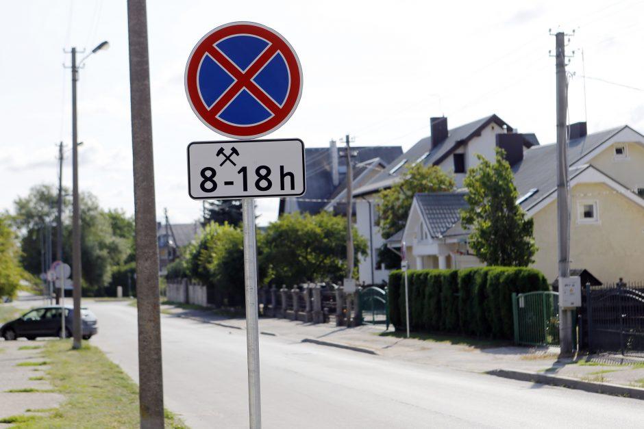 Dar vienoje gatvėje Klaipėdoje uždrausta statyti automobilius