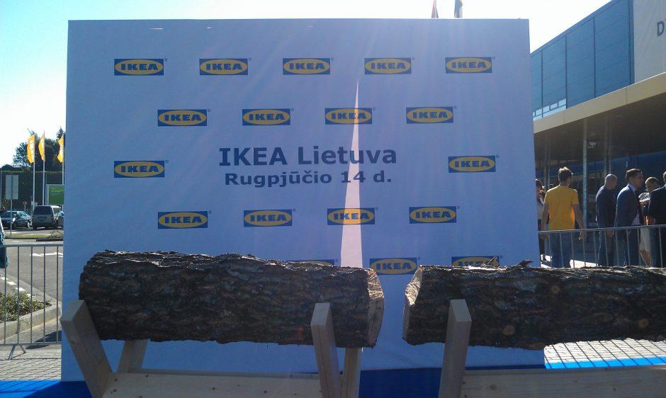 """Naujosios """"Ikea"""" durų slenkstį jau mina pirmieji pirkėjai"""