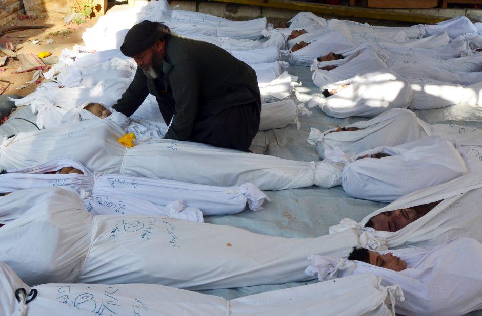 Sirijoje per dujų ataką ir bombardavimą galėjo žūti per tūkstantį žmonių