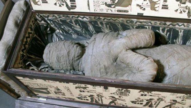 Namo palėpėje vaikas aptiko 2 tūkstančių metų amžiaus mumiją