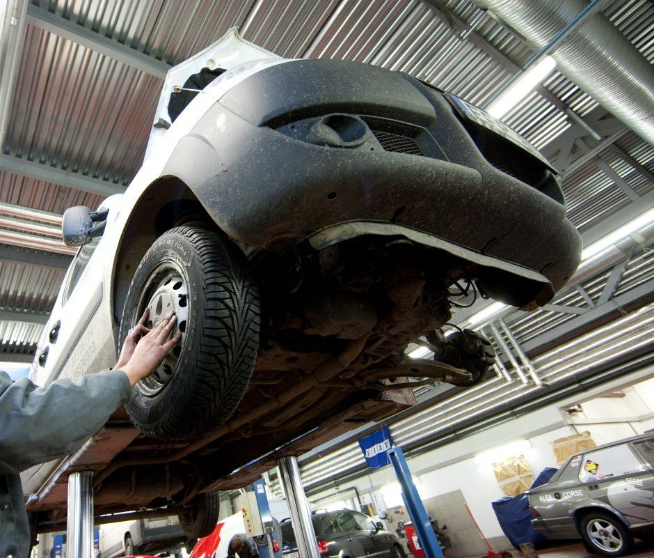 Būsimieji vairuotojai – techninės apžiūros centrų svečiai