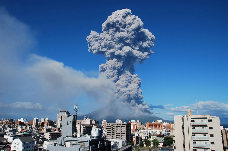 Japonijoje įvyko įspūdingas ugnikalnio išsiveržimas