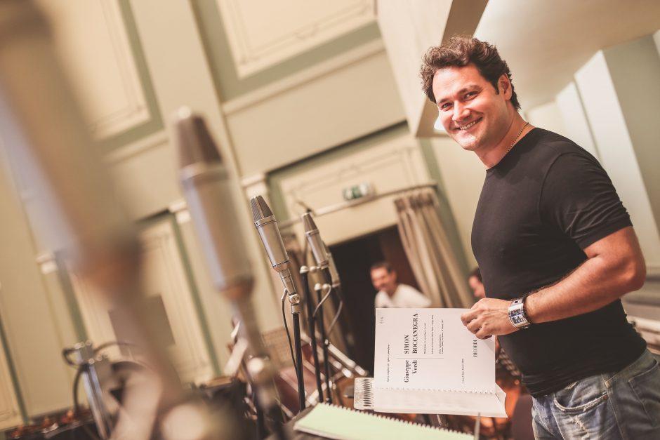Debiutas G. Verdi operoje – už įrašų studijos durų