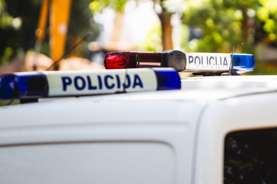 Klaipėdos r. vienkiemyje surasti iš saugomos aikštelės pavogti keturi automobiliai