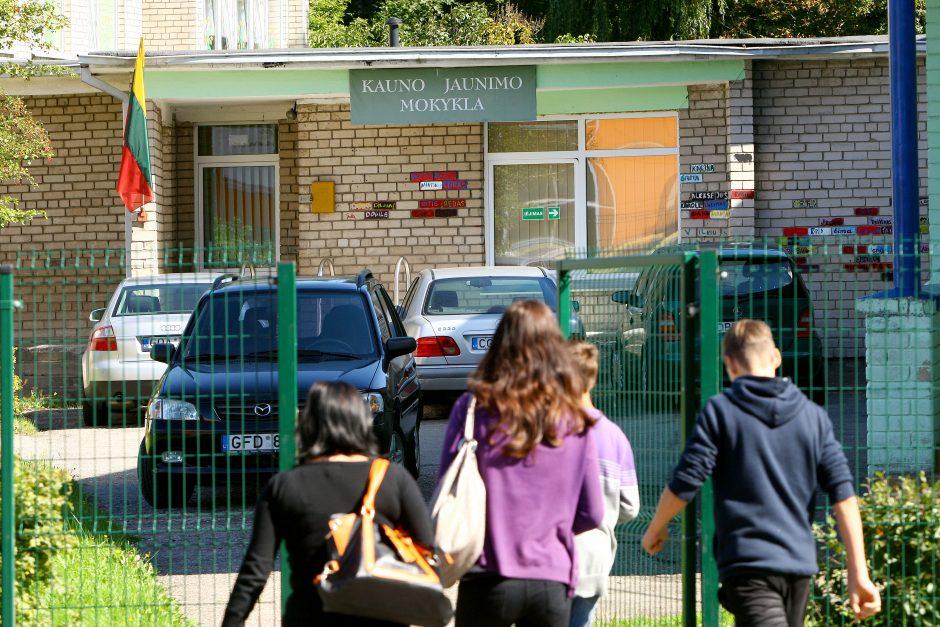 Kauno mokyklą drebina skandalas: tėvas sumušė dukters bendraklasį