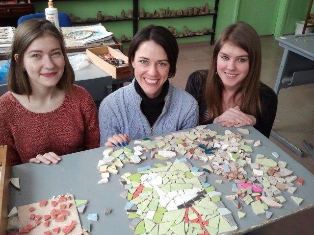 Aleksotą papuošė originalūs mozaikiniai suoliukai