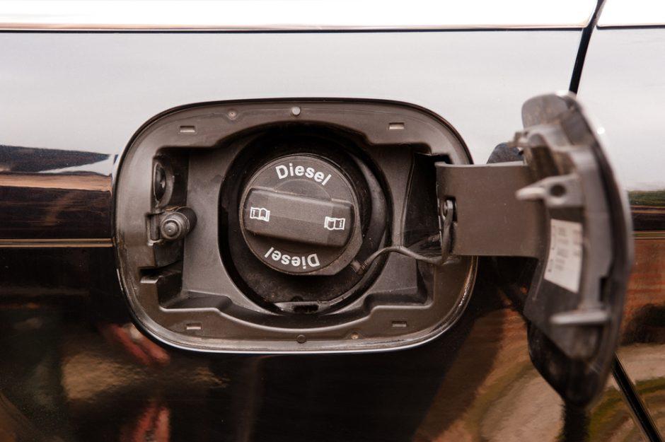Vagys iš krovininio automobilio nugvelbė 370 litrų dyzelinio kuro