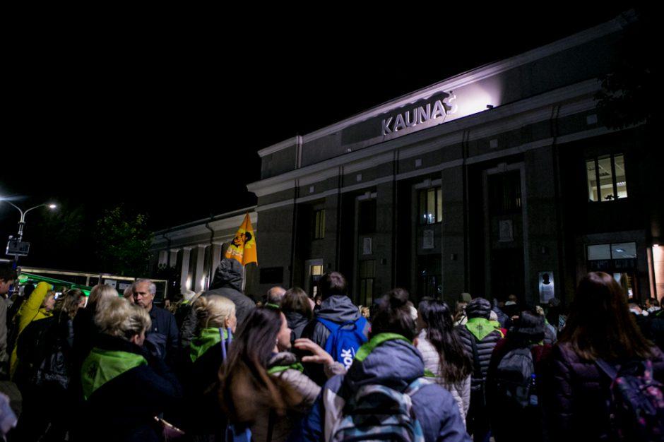 Žmonės rinkosi į šv. Mišias Santakoje