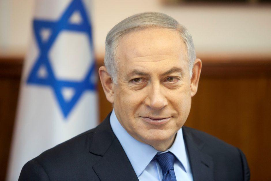 Izraelio policija rekomendavo apkaltinti B. Netanyahu korupcija