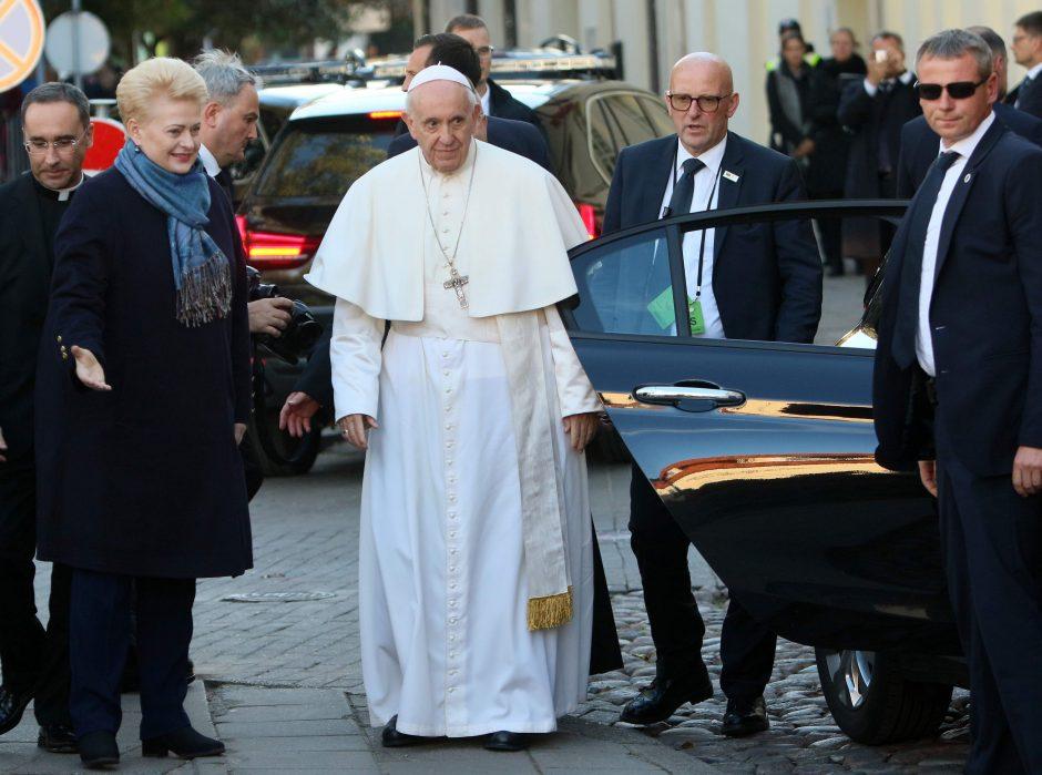 Popiežius Vilniuje pagerbė nacių ir sovietų aukas