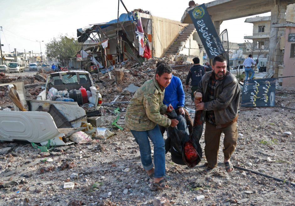 Sirijoje per aviacijos smūgius turguje žuvo 53 žmonės