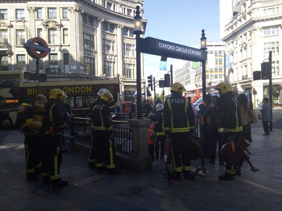 Londono metropoliteno traukinyje kilus gaisrui keturi žmonės apsinuodijo dūmais