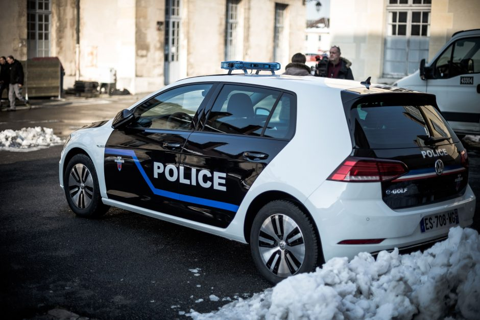 """""""Apiplėšto"""" inkasatorių automobilio vairuotojas ir jo duktė areštuoti"""