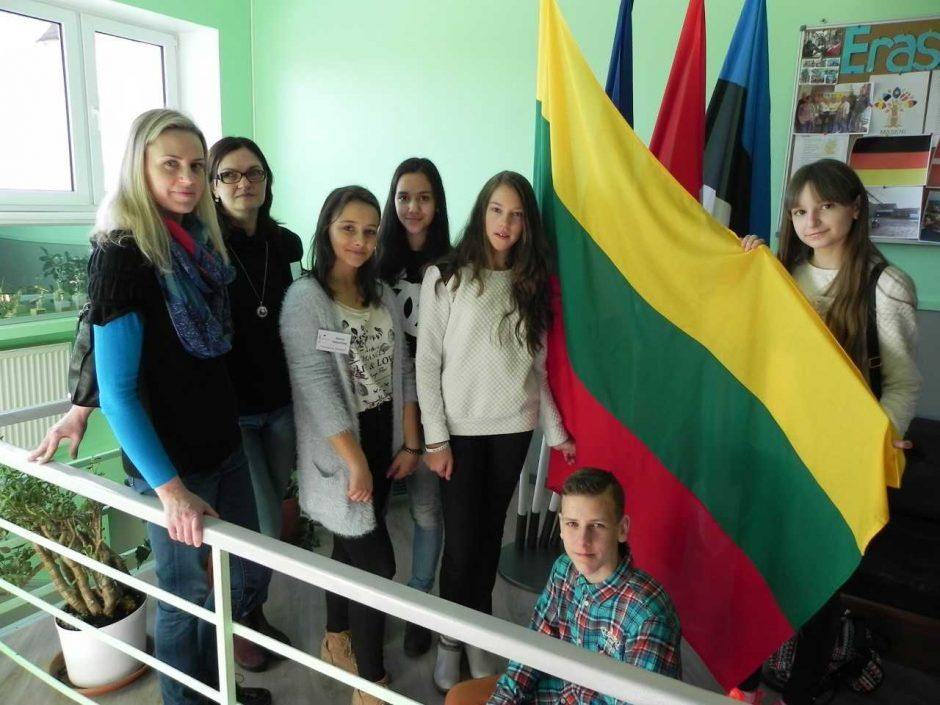 Gamtos išsaugojimo projektas suvienijo skirtingų šalių moksleivius Estijoje