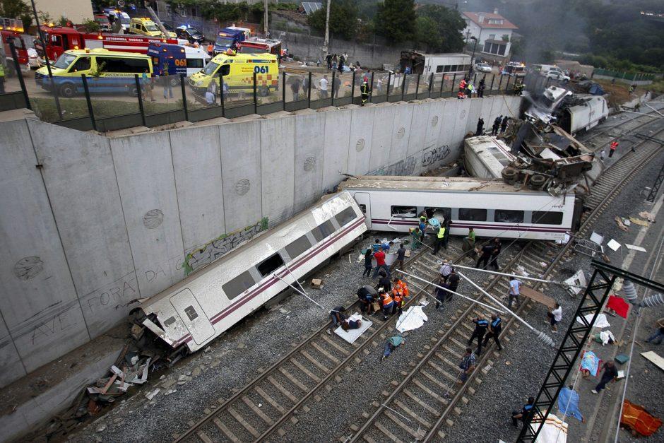 Ispanijos policija oficialiai suėmė už neatsargumą nuo bėgių nulėkusio traukinio mašinistą (atnaujinta)