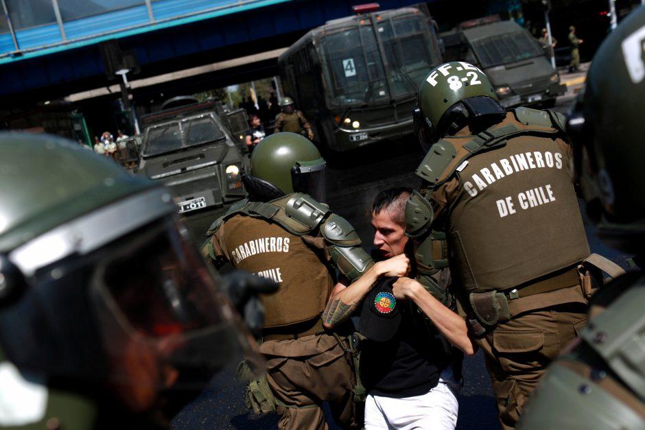 Santjage policija vaikė prieš popiežių protestavusius demonstrantus