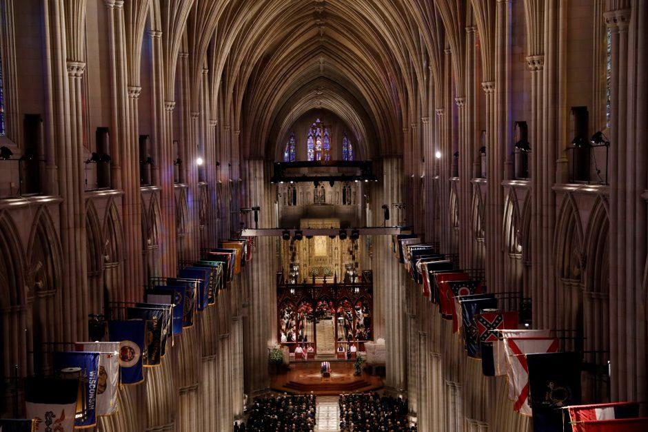 Pasaulio lyderiai susirinko į JAV eksprezidento laidotuvių pamaldas