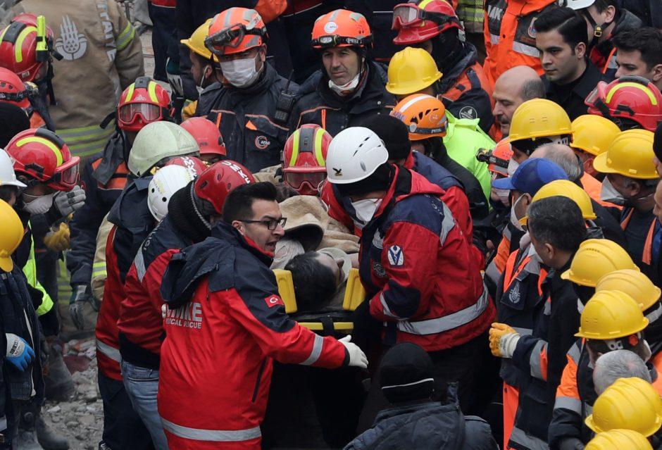 Stambulo daugiabučio griūties aukų padaugėjo iki 15