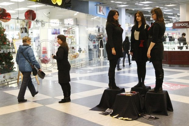 Atėjusieji apsipirkti raginti nelikti abejingais smurtui