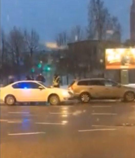 Uostamiestyje susidūrė nežymėtas policijos automobilis ir